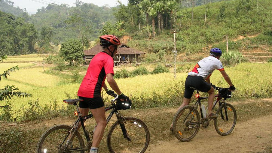 BIKING TOUR TO BINH LU VALLEY